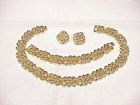 CHUNKY GOLD TONE NECKLACE, BRACELET & PIERCED EARRINGS SET (Image1)