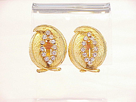 VINTAGE SIGNED BSK BRUSHED GOLD AND RHINESTONE CLIP EARRINGS  (Image1)