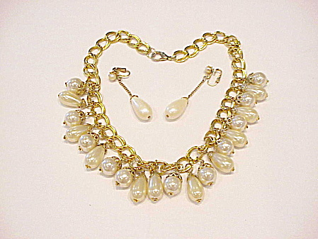 VINTAGE DANGLING FAUX PEARL CHOKER NECKLACE AND CLIP EARRINGS SET (Image1)
