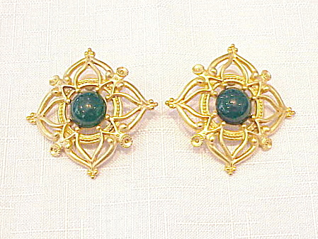 LARGE MATTE GOLD TONE AND DARK GREEN GLASS PIERCED EARRINGS (Image1)