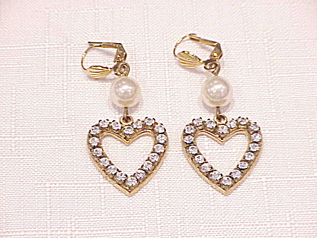 DANGLING RHINESTONE AND PEARL HEART SHAPED PIERCED EARRINGS (Image1)