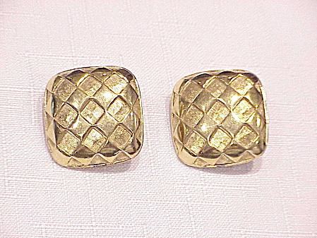 NAPIER TWO TONE GOLD TONE CLIP  EARRINGS (Image1)