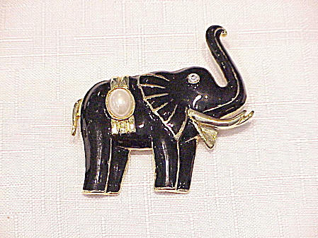 BLACK ENAMEL, PEARL AND RHINESTONE ELEPHANT BROOCH (Image1)