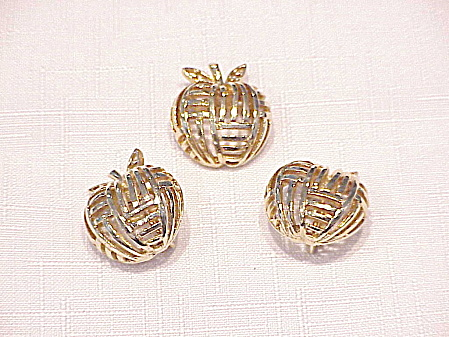 VINTAGE CORO GOLD TONE APPLE BROOCH AND CLIP EARRINGS SET (Image1)