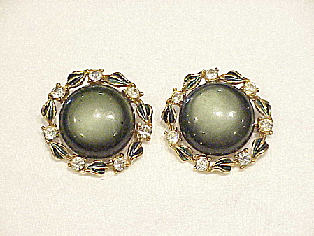 VINTAGE DARK GREEN LUCITE, ENAMEL AND RHINESTONE CLIP EARRINGS (Image1)