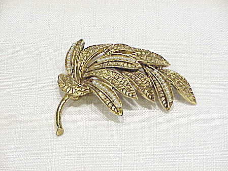 VINTAGE ANTIQUED GOLD TONE LEAVES BROOCH WITH SEED PEARLS (Image1)
