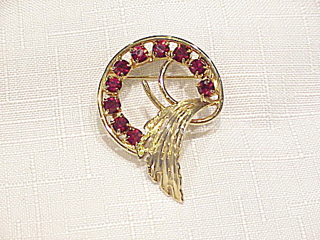 VINTAGE GOLD TONE BROOCH WITH RED RHINESTONES (Image1)