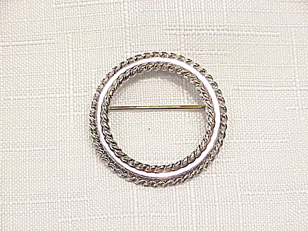 VINTAGE DANECRAFT STERLING SILVER SMALL CIRCLE BROOCH (Image1)