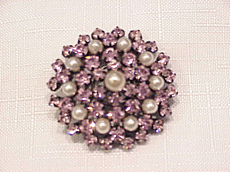 VINTAGE PINK RHINESTONE AND PEARL C CLASP BROOCH (Image1)