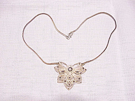 VINTAGE STERLING SILVER FILIGREE FLOWER NECKLACE (Image1)