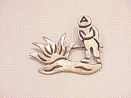 J ALVAREZ TAXCO MEXICAN STERLING SILVER PEASANT AND CACTUS BROOCH (Image1)