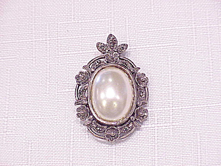 STERLING SILVER, PEARL AND MARCASITE BROOCH PENDANT SIGNED TH (Image1)