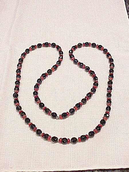 Vintage Red Carved Glass And Black Faceted Glass Bead Necklace