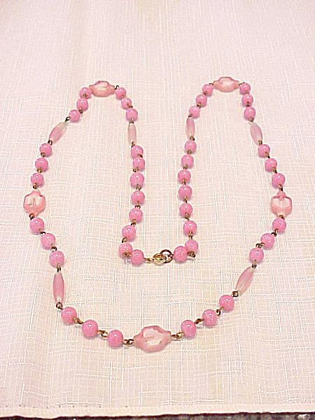 VINTAGE UNIQUE PINK AND WHITE ART GLASS BEAD NECKLACE (Image1)