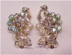 VINTAGE COSTUME JEWELRY - BLUE AURORA BOREALIS RHINESTONE & PEARL CLIP EARRINGS