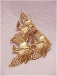 Click to view larger image of COSTUME JEWELRY - LARGE MATTE GOLD TONE BROOCH OF 3 SWIMMING FISH (Image1)