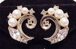 VINTAGE COSTUME JEWELRY - CROWN TRIFARI PAT PENDING PEARL & RHINESTONE CLIP EARRINGS