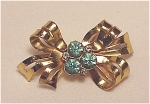 VINTAGE COSTUME JEWELRY - CORO GOLD TONE BOW BROOCH WITH BLUE RHINESTONES