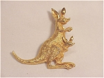 VINTAGE COSTUME JEWELRY - BRUSHED GOLD TONE KANGAROO WITH JOEY BROOCH