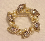 VINTAGE COSTUME JEWELRY - SMALL RHINESTONE & WIRED SEED PEARL BROOCH