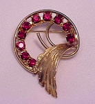 VINTAGE COSTUME JEWELRY - GOLD TONE BROOCH WITH RED RHINESTONES