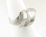 VINTAGE HAND MADE STERLING SILVER ABSTRACT RING WITH HALLMARKS