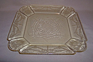 RARE YELLOW LORAIN BASKET DINNER PLATE (Image1)
