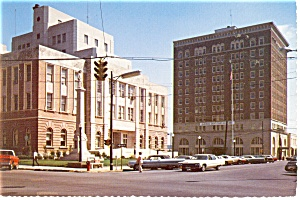 Meridian MS Court House and Memorial Postcard cs0285 Old Cars (Image1)