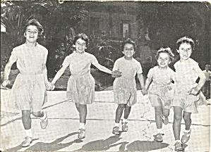 Young Italien Girls Casa Materna postcard cs10558 (Image1)