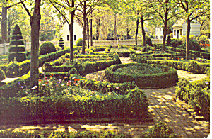 A Formal Garden,Williamsburg, VA Postcard (Image1)