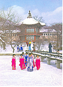 Girls In Winter Dress Seoul Korea Postcard Cs2429