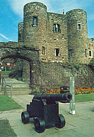 Rye Castle Museum from Gun Garden Postcard cs6069 (Image1)