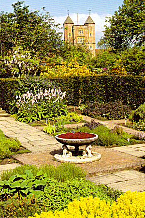 Sissinghurst Castle Garden  Kent England Postcard cs6098 (Image1)
