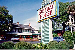 Holiday House Postcard cs6499 (Image1)