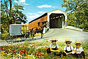 Covered Bridge and Amish Family Carriage Postcard cs6969 (Image1)