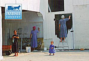 Amish Women Painting Barn Postcard cs7019 (Image1)