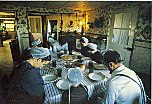 Amish Family at Dinner Table Postcard cs7026 (Image1)