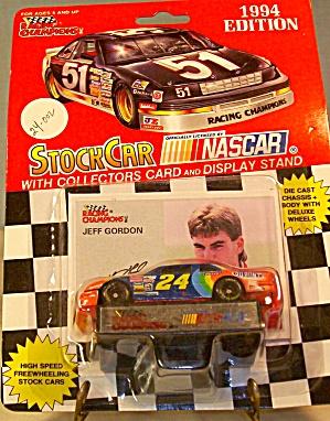 #24 Jeff Gordon Du Pont  Nascar Diecast 1:64 (Image1)