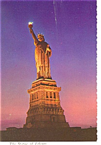 New York City Statue of Liberty Evening View Postcard n0531 (Image1)