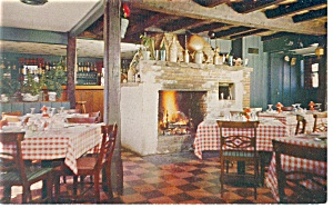 Newtown CT Newtown Inn Interior  Postcard p10859 (Image1)