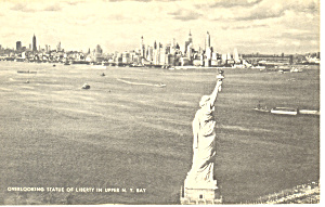 Overlooking The Statue Of Liberty New York Postcard p18727 (Image1)