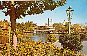 Sternwheeler Mark Twain in Frontierland Disneyland  p28452 (Image1)