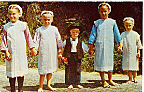 Amish Children in Sunday Dress Postcard p28729 (Image1)