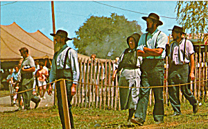 Amish People at Country Fair Postcard p28807 (Image1)