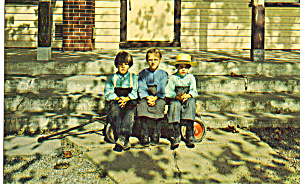 Amish Children in Front of  Schoolhouse Steps p28811 (Image1)