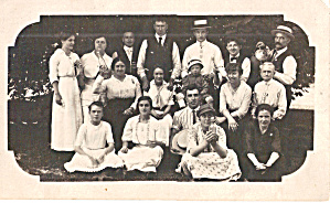 Family Group Photo Postcard p30577 (Image1)