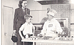 Oscar Mayer Chef Cooking Hot Dogs Postcard P30580