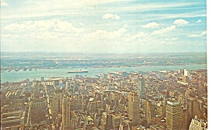 Hudson River Queen Elizabeth New York City p31487 (Image1)