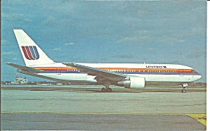 United 767-222 N608UA  at Chicago postcard p33627 (Image1)
