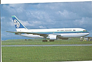 Air New Zealand 767-219er Zk-nbc Postcard P33708